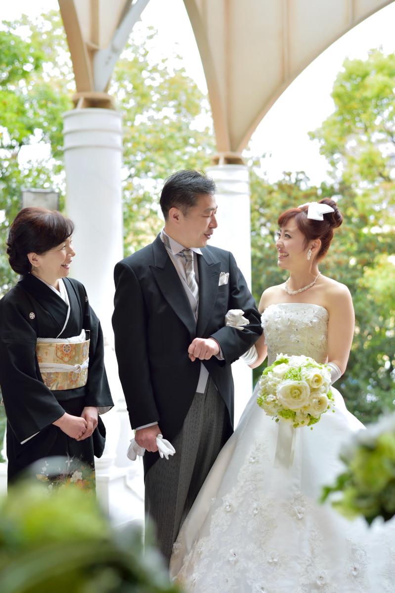 ご両親がSocia21で結婚式をされたお客様へ最高のプレゼント♪<br /> <br /> 2019年4月までのご成約で、結婚式のお日柄、曜日、時期など問わず、ご希望されるお日取りで<br /> なんと総額から123万円OFF!!<br /> 二世代で叶える幸せ、親御様の懐かしい写真・映像サプライズなどもお手伝いします!